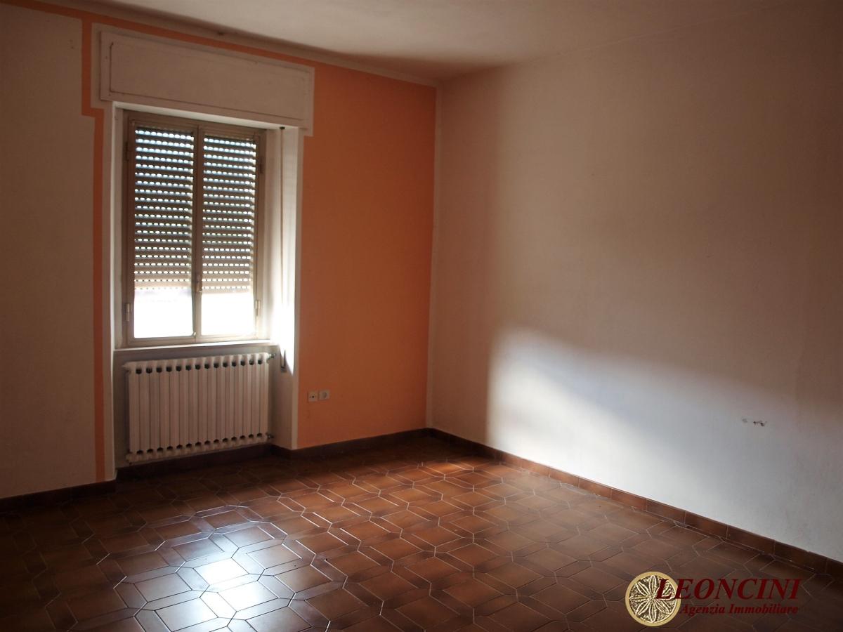 Appartamento in vendita a Villafranca in Lunigiana, 6 locali, prezzo € 60.000 | CambioCasa.it