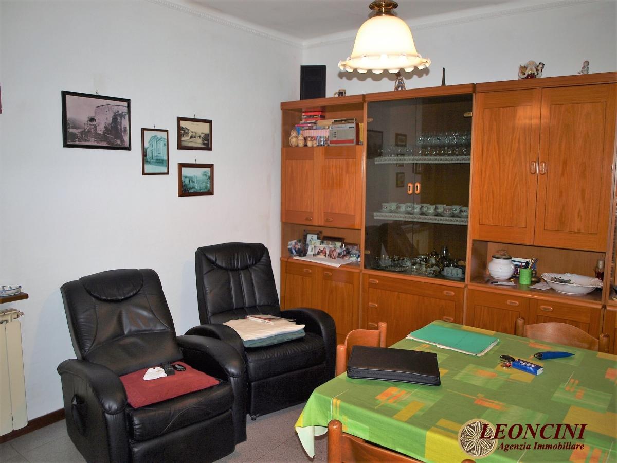 Appartamento in vendita a Villafranca in Lunigiana, 4 locali, prezzo € 60.000   CambioCasa.it