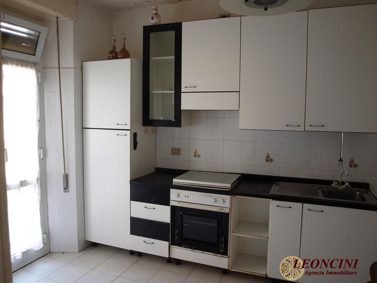 Appartamento in vendita a Villafranca in Lunigiana, 4 locali, prezzo € 40.000   CambioCasa.it