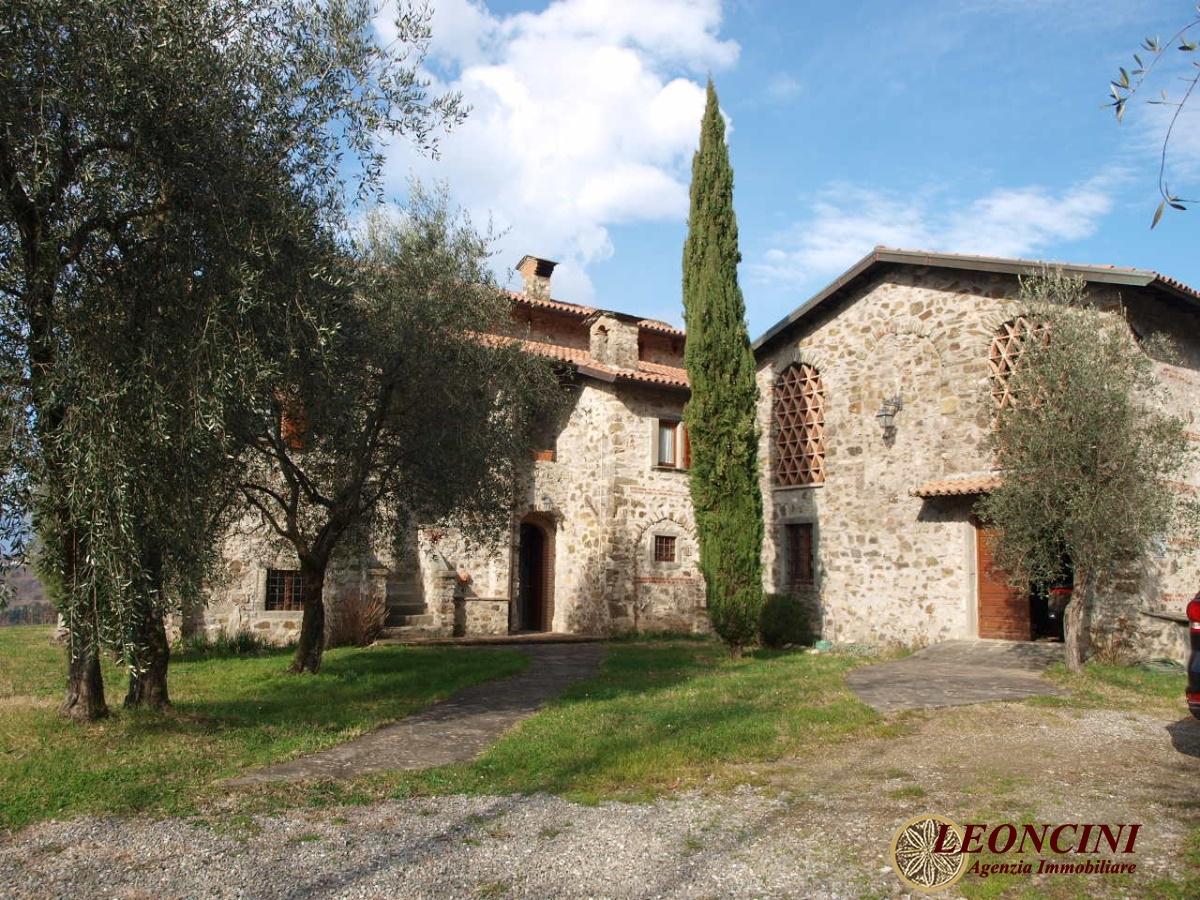 Rustico / Casale in vendita a Bagnone, 11 locali, Trattative riservate | CambioCasa.it