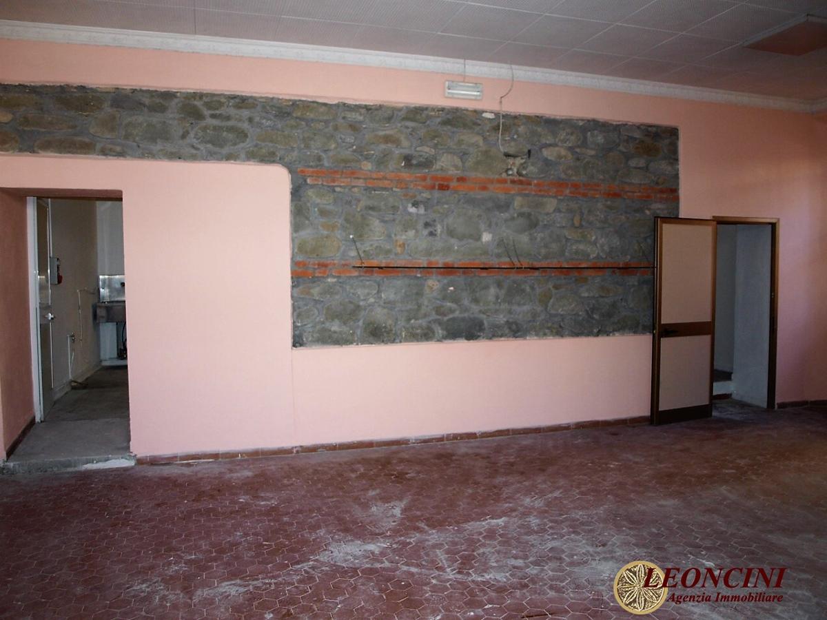 Negozio / Locale in affitto a Villafranca in Lunigiana, 4 locali, prezzo € 1.100 | CambioCasa.it
