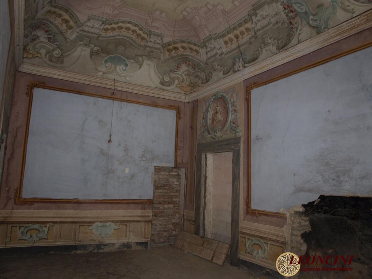 Palazzo / Stabile in vendita a Pontremoli, 17 locali, Trattative riservate | CambioCasa.it