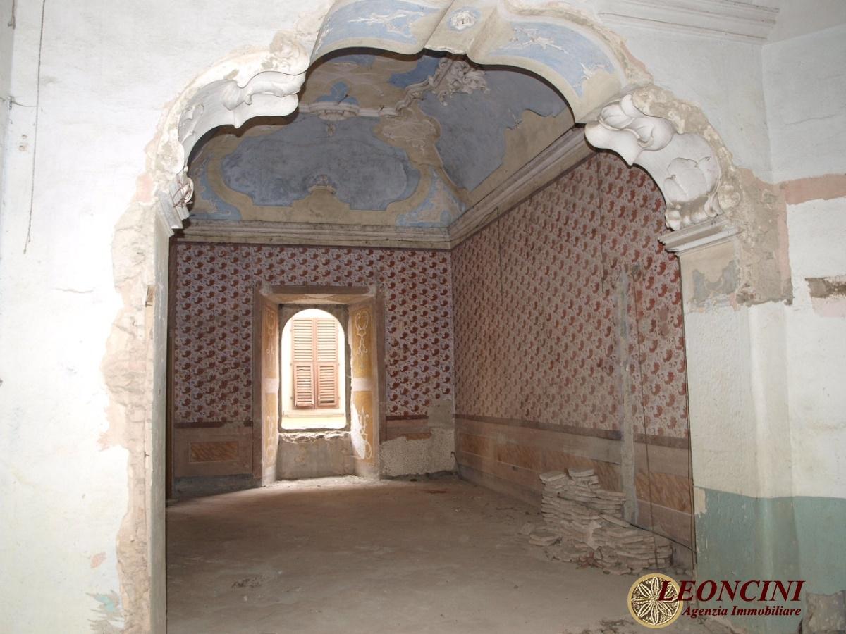 Palazzo / Stabile in Vendita a Pontremoli