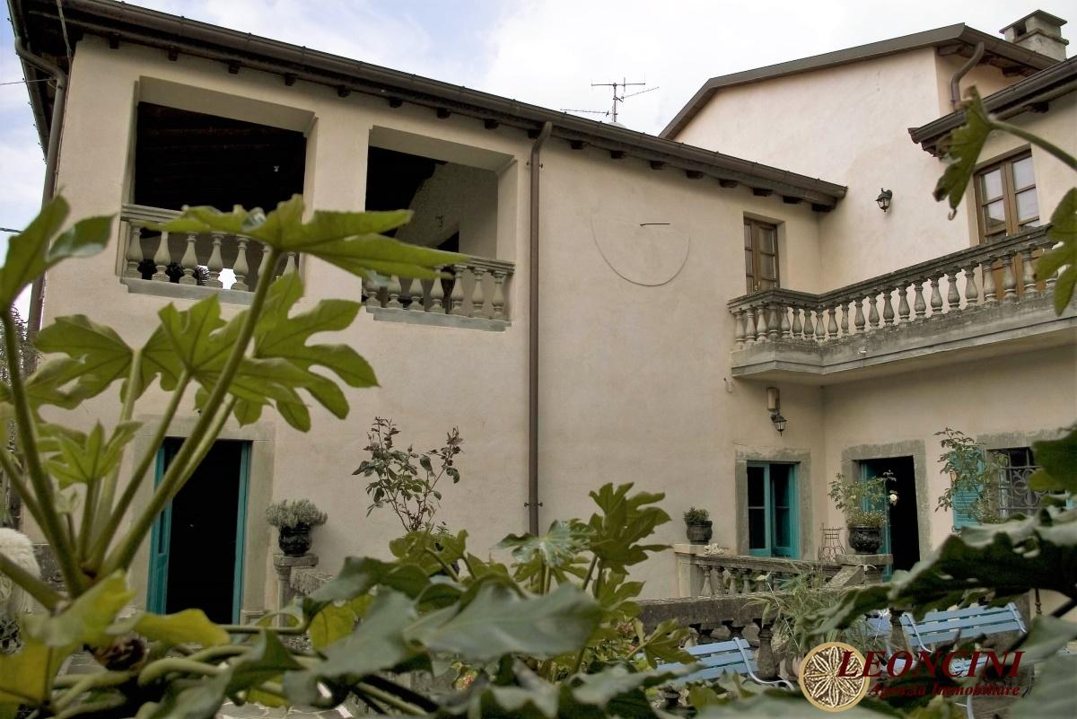 Palazzo / Stabile in Vendita a Filattiera