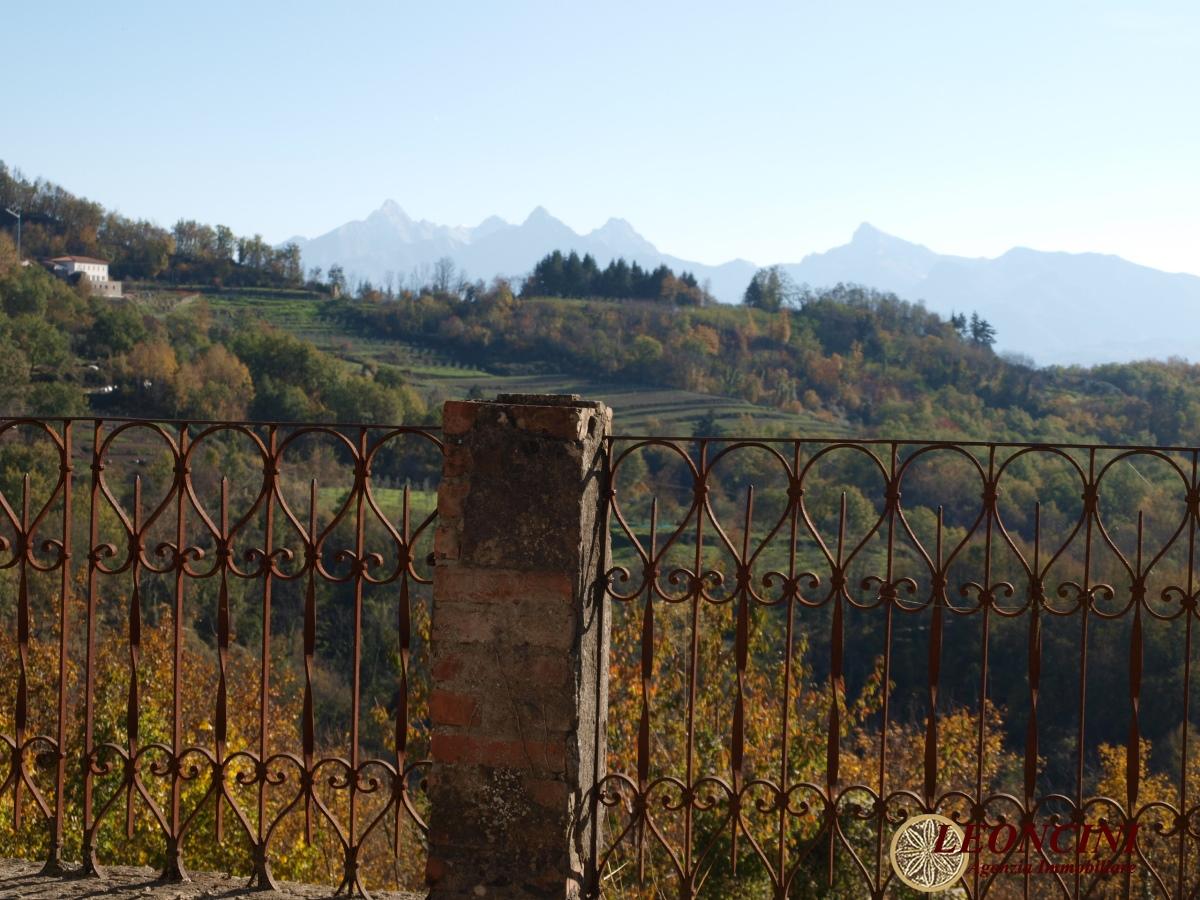 Rustico / Casale in vendita a Bagnone, 13 locali, prezzo € 150.000 | CambioCasa.it