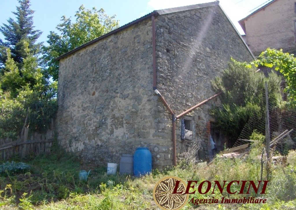 Sale Cottages and Stonehouses Pontremoli - A405 Stone house to be restored Locality