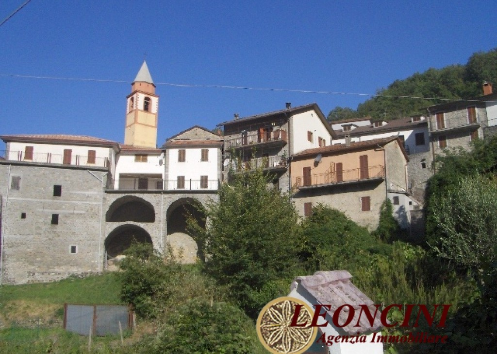 Sale Stonehouses in Historic Center Bagnone - A370 Stone house in an hamlet Locality