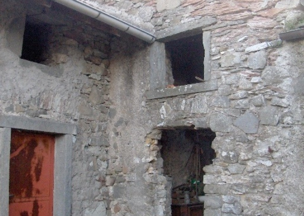 Sale Stonehouses in Historic Center Mulazzo - A322 Stone house with panoramic view Locality
