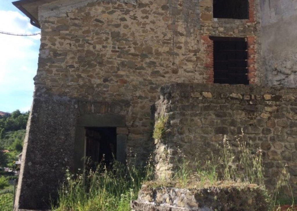 Sale Stonehouses in Historic Center Bagnone - A480 Stone house with view Locality