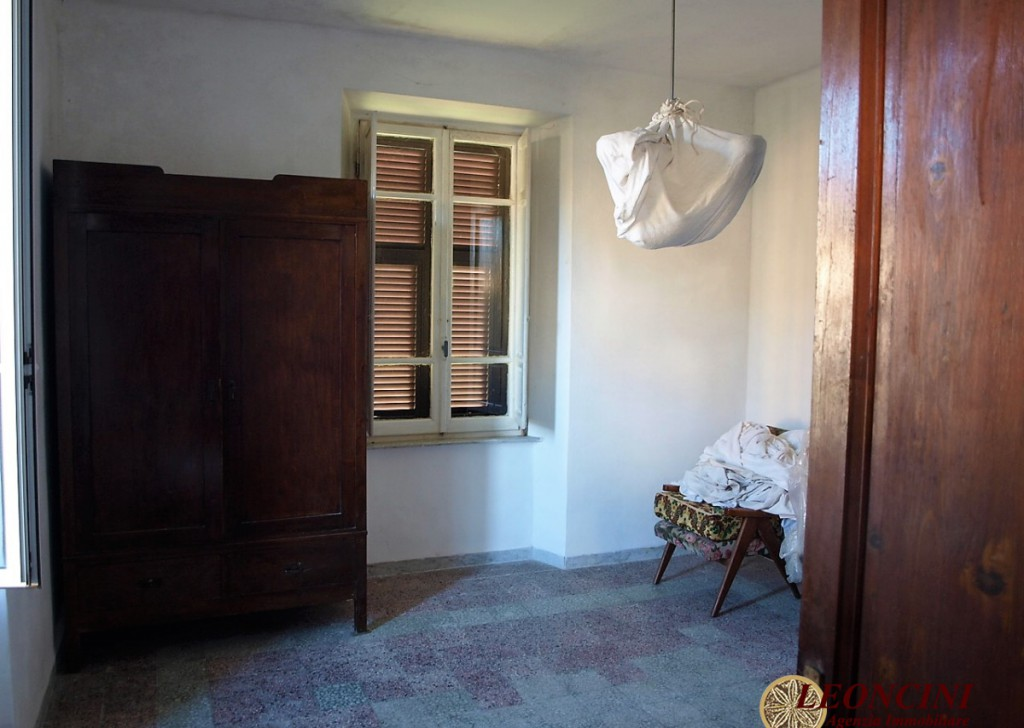 Sale Detached Houses Villafranca in Lunigiana - A400 Detached house with land Locality