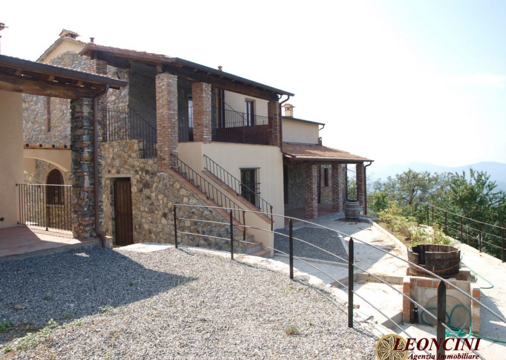 Sale Cottages and Stonehouses Villafranca in Lunigiana - P108 village with panoramic views Locality