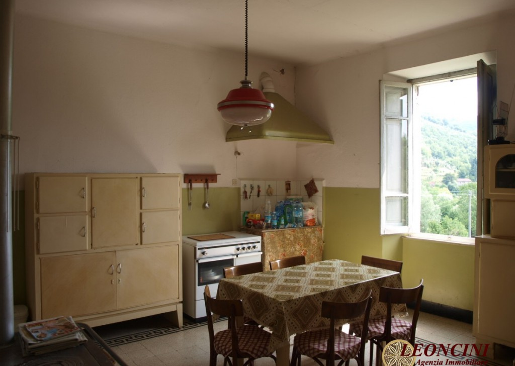 Sale Cottages and Stonehouses Bagnone - P119 Farmhouse ideal for hotel activity Locality