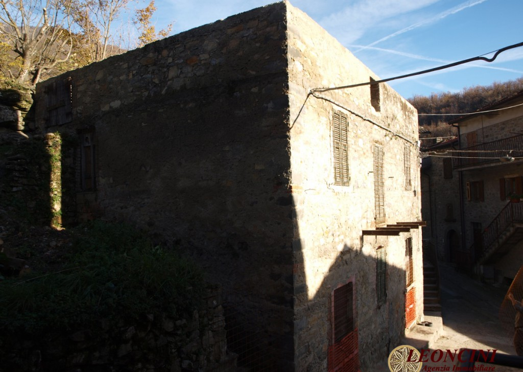 Sale Stonehouses in Historic Center Bagnone - A499 Stone house with garden Locality