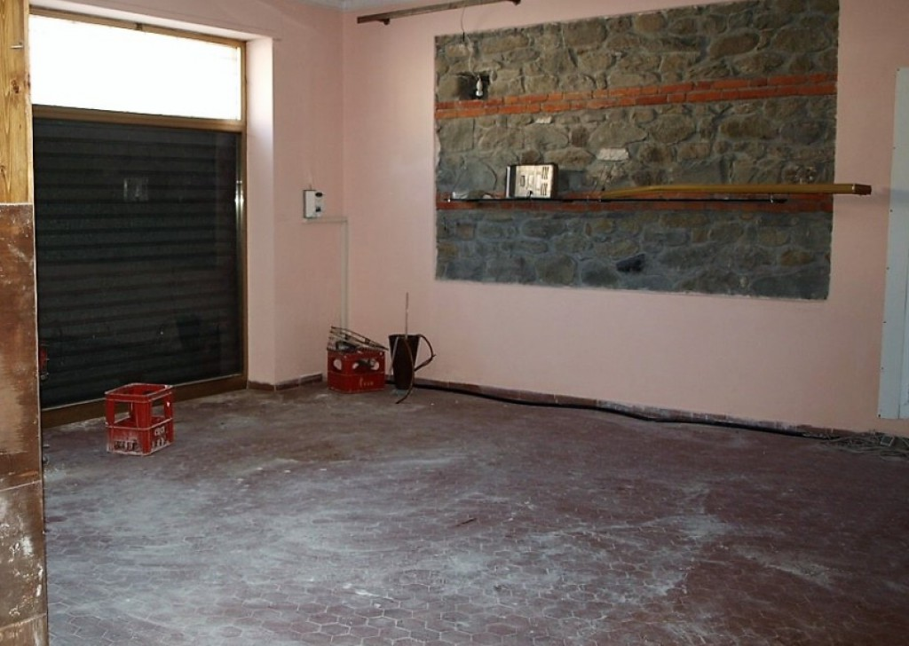 Rent Commercial Local Villafranca in Lunigiana - L807 Locality