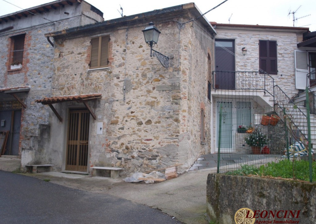 Sale Stonehouses in Historic Center Villafranca in Lunigiana - A402 Stone house in the hamlet Locality