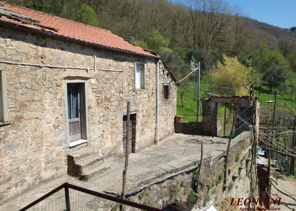 Sale Stonehouses in Historic Center Filattiera - A458 Locality